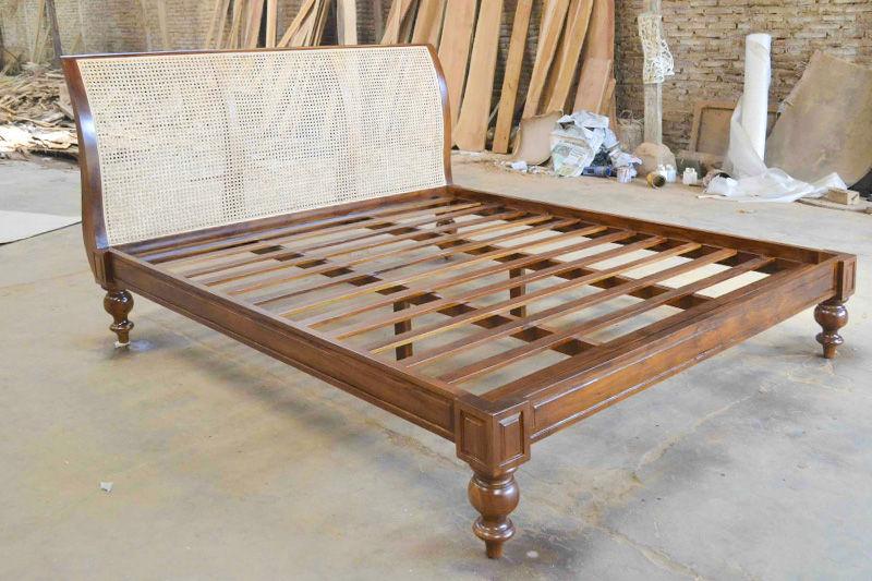 Foto tempat tidur desain kustom siap kirim