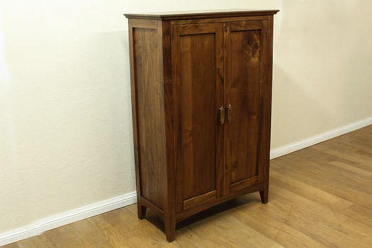 Lemari penyimpanan dari kayu jati cocok untuk digunakan dalam kamar anak