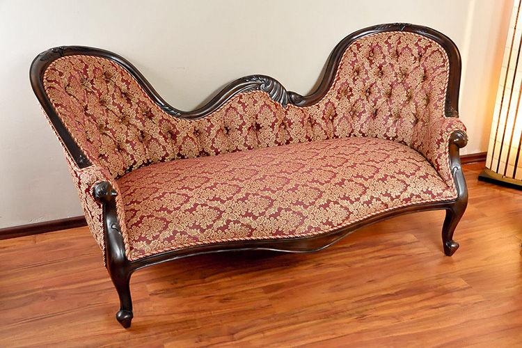 Sofa Victorian double end rangkakayu mahoni perhutani, dudukan dan sandaran jok kain.